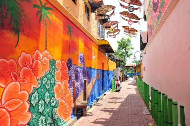 Walls and alleyways have been transformed with street art recently giving plenty of photo opportunities. Photo Credit - http://beautifulterengganu.com