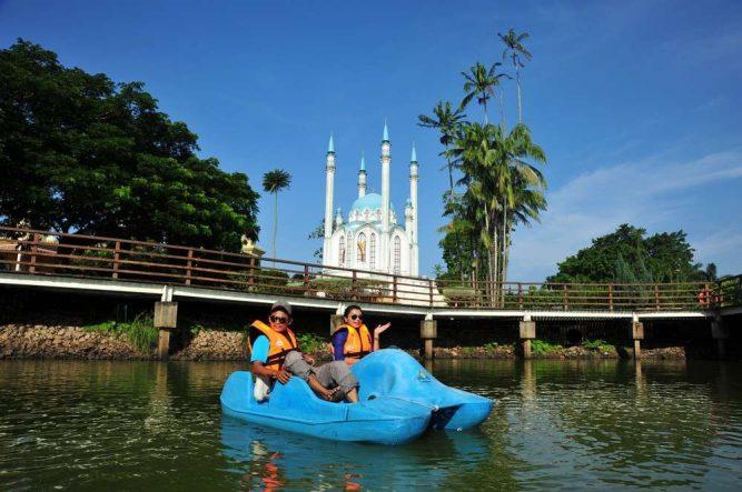 One of the most popular attractions in Kuala Terengganu is the Taman Tamadun Islam or TTI (Islamic Civilization Park) situated on Pulau Wan Man not far from the estuary of the Terengganu River. Photo Credit – http://beautifulterengganu.com